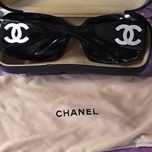 CHANEL Accessories - Chanel Black White Pearl CC Logo